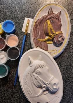Paardenhoofd met ophanghaakje beschilderen